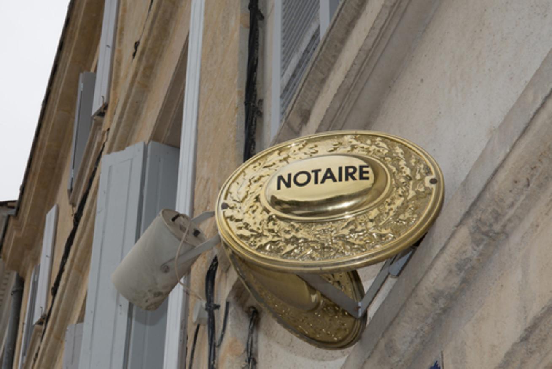 vo-francii-notariusov-budut-naznachat-po-zhrebiyu